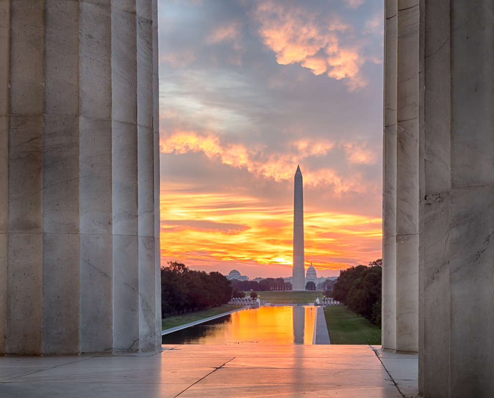 Sunset at the Reflecting Pool in Washington DC´s National Park